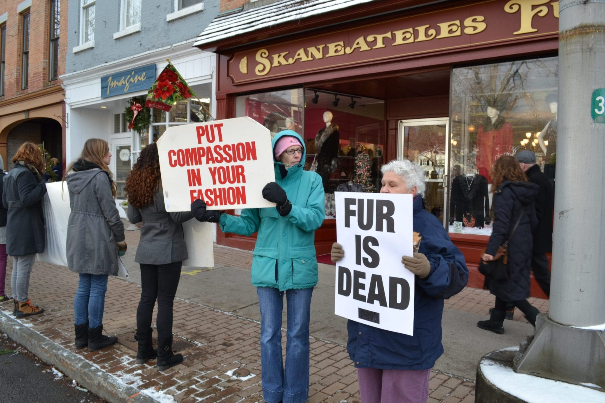 Animal rights activists hold protest on Genesee Street