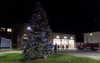 East Syracuse celebrates annual tree lighting