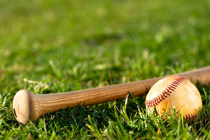 Baseball Lakers split pair of league games