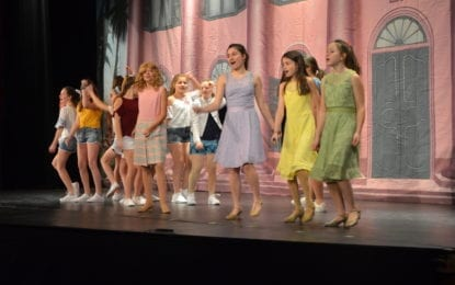 Middle school prepares for Legally Blonde Jr.