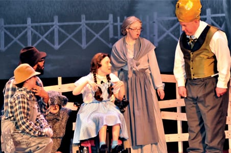 Front Row Players dazzle in 'Wizard of Oz'